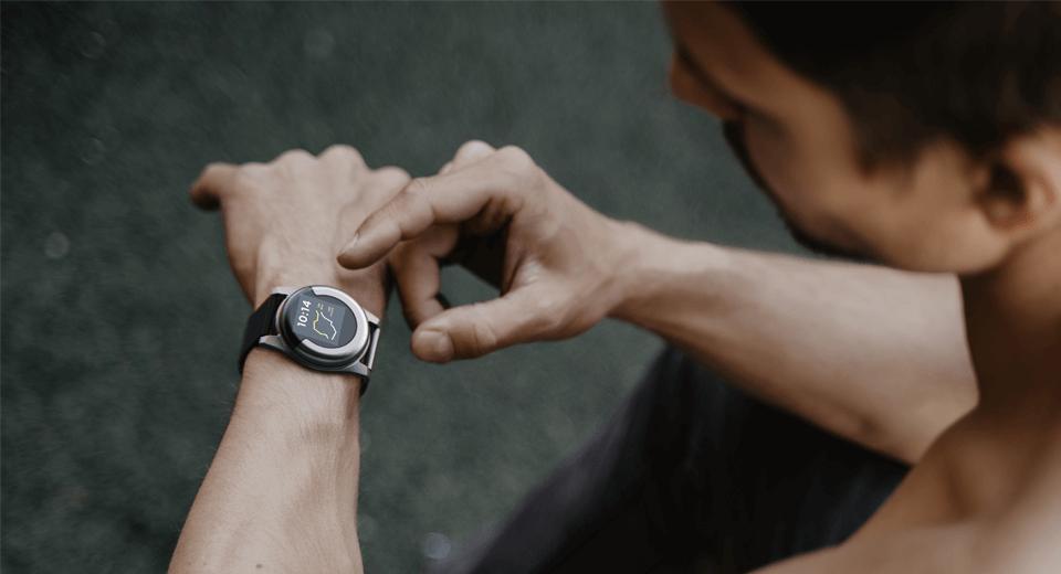 Brolis Semiconductors wearable sensor device on wrist